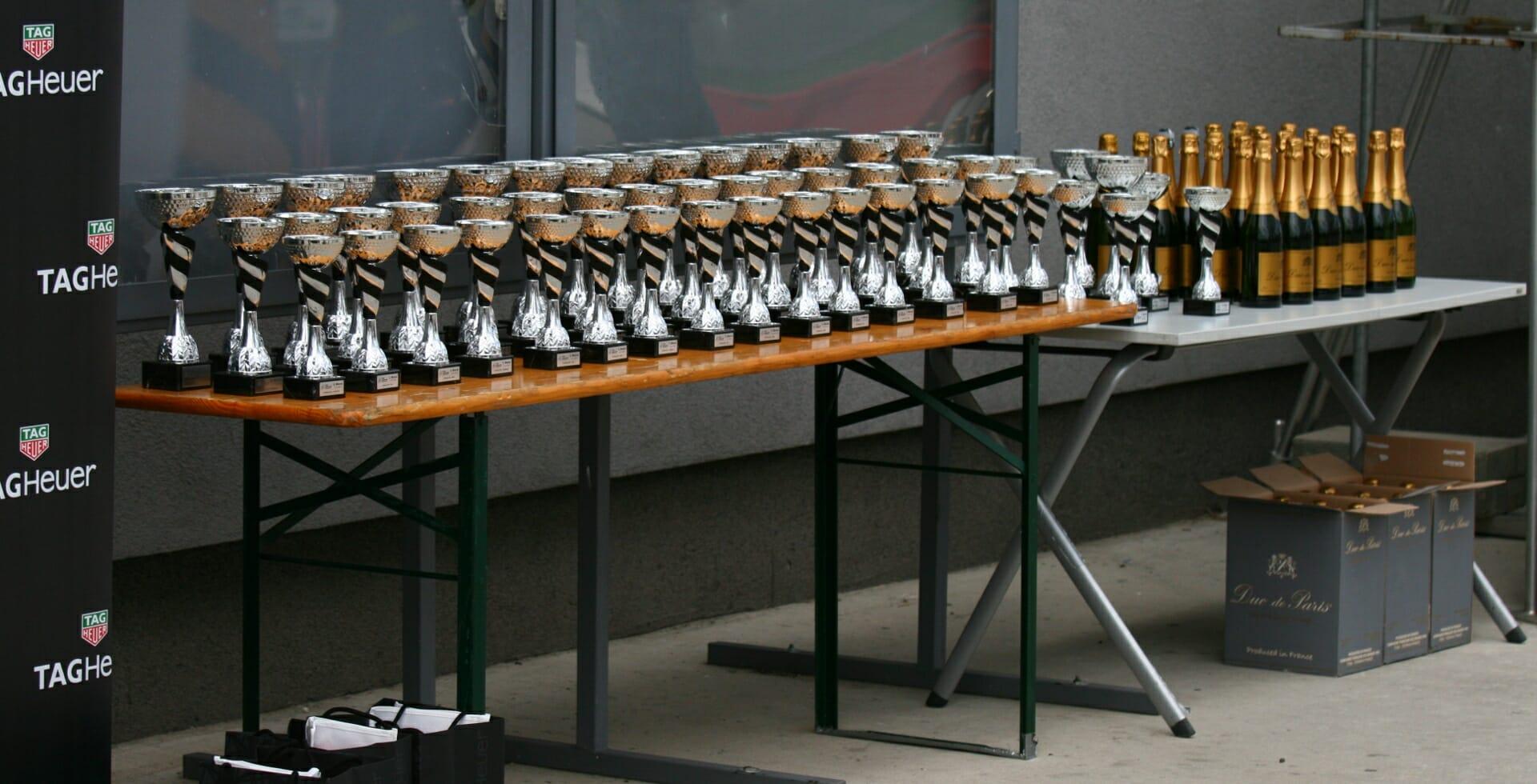 Poháre pre víťazov 24-hodinovky v Orechovej Potôni na Slovakia ringu