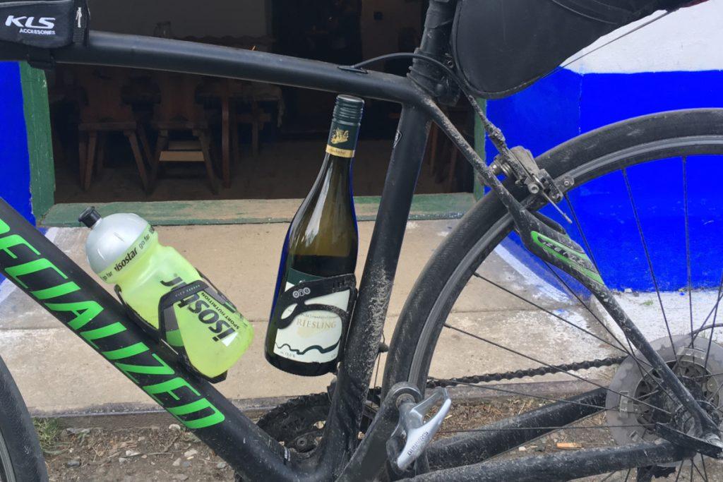 Fľaša vína namiesto bidonu