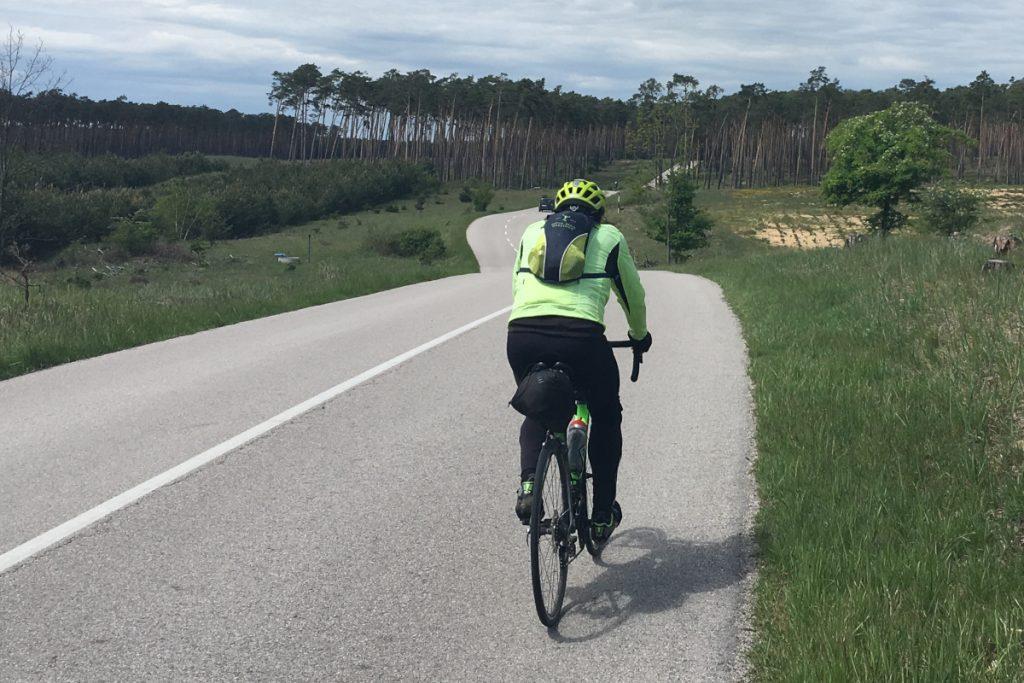 Cyklista vo vojenskej oblasti Záhorie
