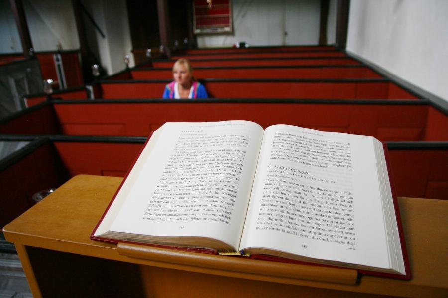švédska biblia v kostole vo Västergarn