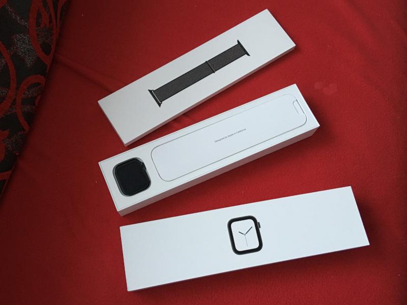 unboxing Apple Watch 4 - balenie