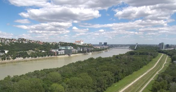 Bratislava panoráma dron footage, bratislavský hrad, dunaj
