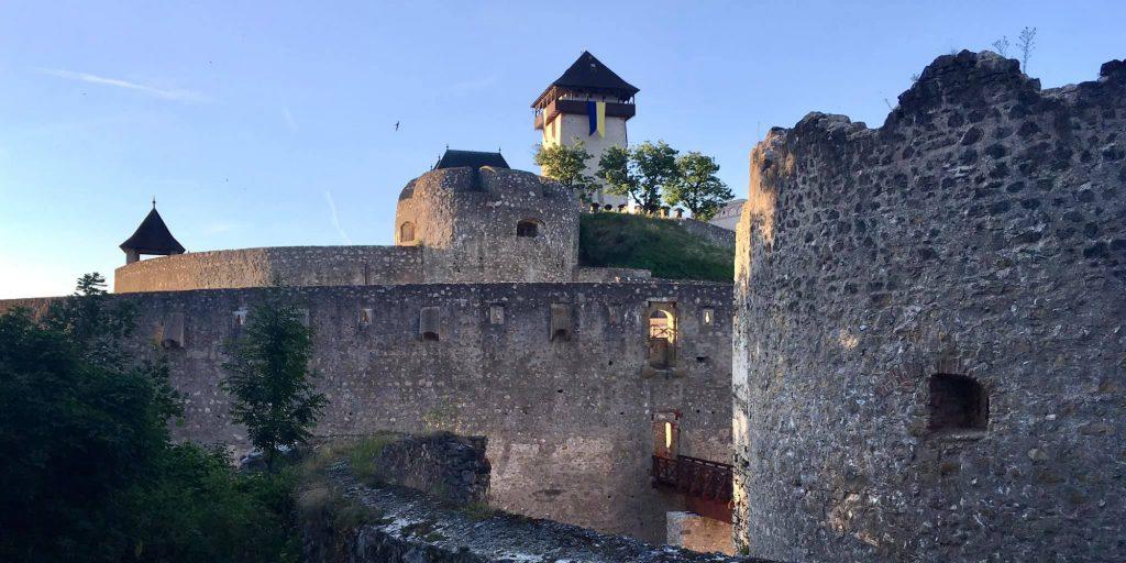 Trenčiansky hrad večer